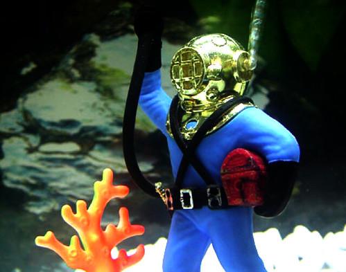 Aquarium diving interesting aquarium decor scott for Aquarium diver decoration