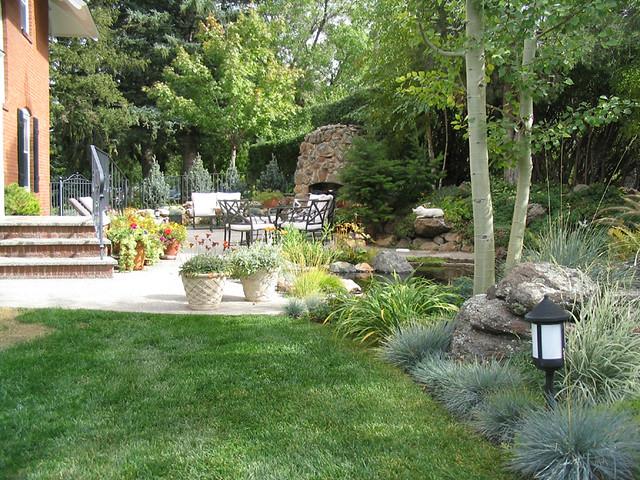 Seating Area Around Pond In Modern Mediterranean Style: Patio Garden With Pond