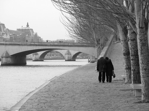 Old couple walking along the Seine | Daniel Racovitan | Flickr