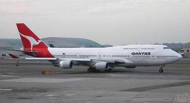 Qantas 747-400 | Qantas Boeing 747-400 VH-OEB prepares to ...