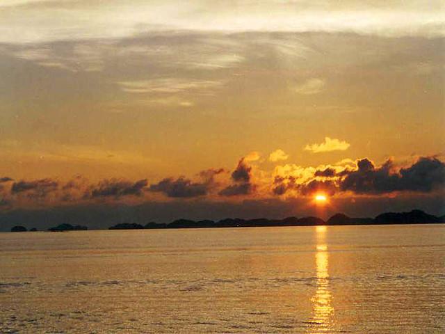 Lingayen Gulf Sunrise Over The Hundred Islands Lingayen