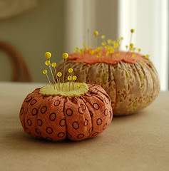 Very easy pincushions | by the purl bee