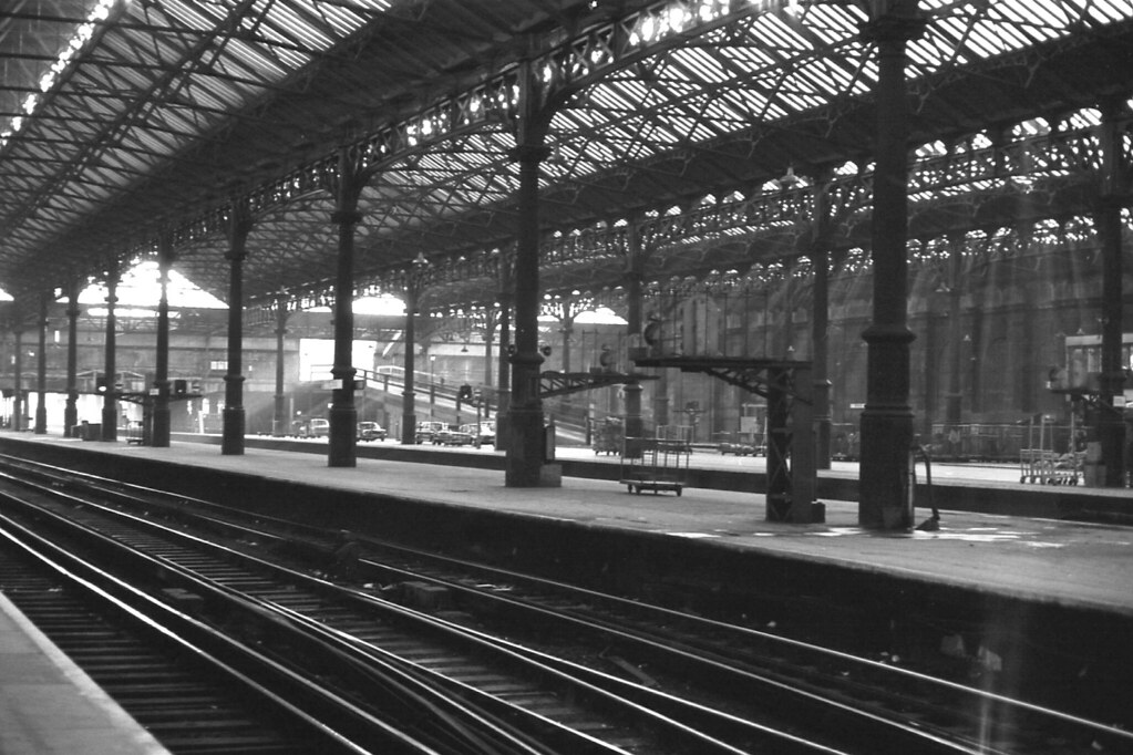 London Victoria Station Lbscr Trainshed 14th March 1976