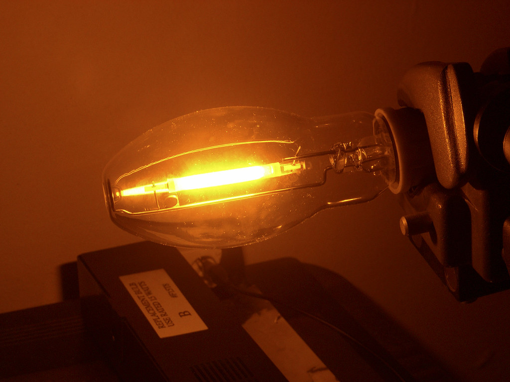 Sodium Vapor Lamp with Diffuser Removed (closeup) | Here is … | Flickr