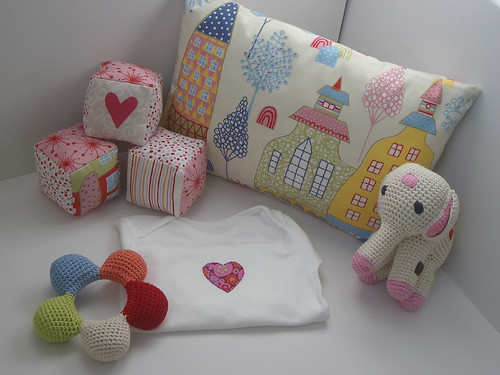 Baby Gift Set London : Baby gift set with soft fabric cubes ged at