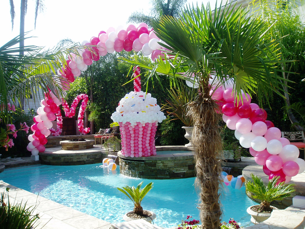 Giant balloon cupcake 888 for Decoration jardin soiree