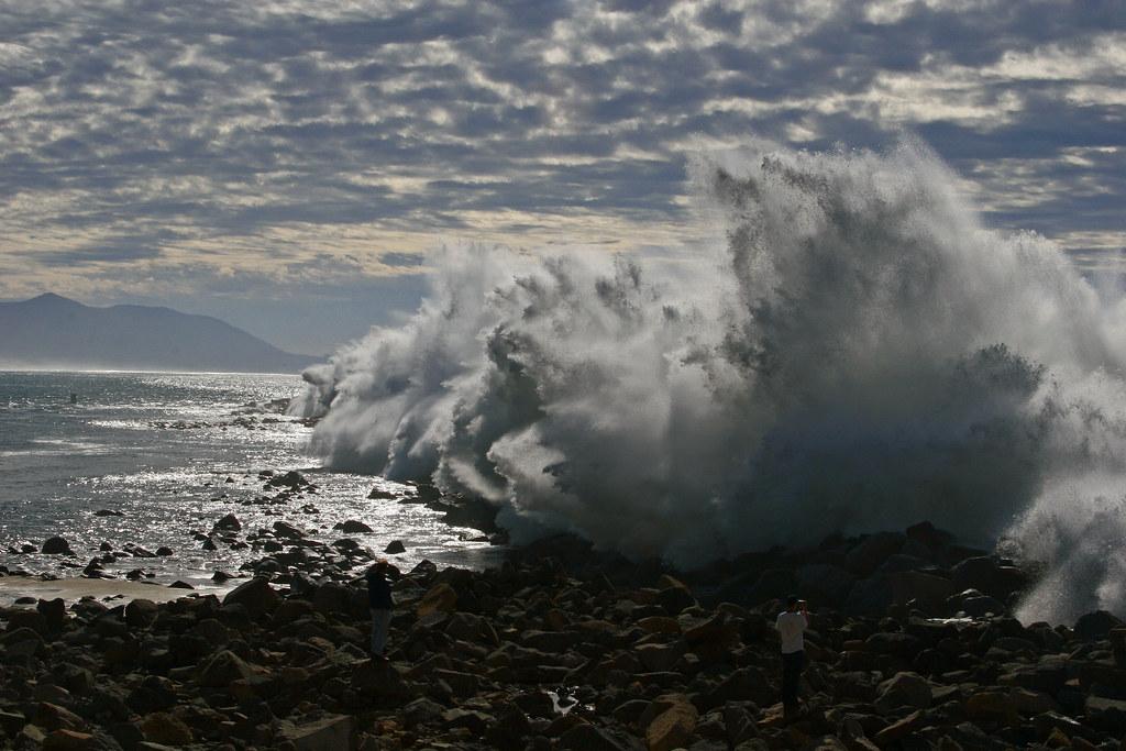 morro-rock-big-waves_mg_2290