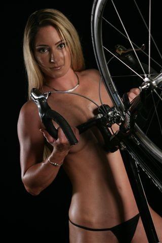 rochelle gilmore australian biking babe   holidaykoala