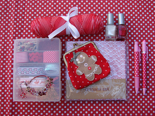 coloriffic swap-o-rama Red & White - sent | by fuchsia*