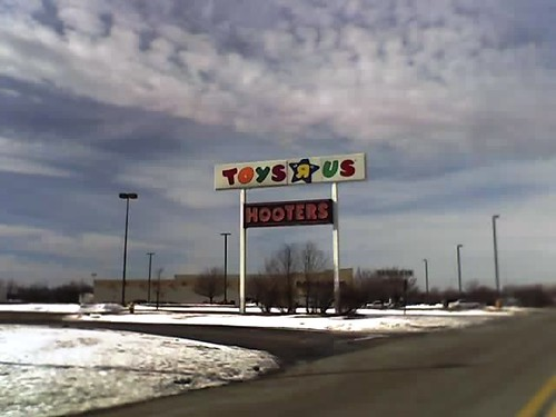 Toys R Us and Hooters Sign | Toys R Us and Hooters sign in ...