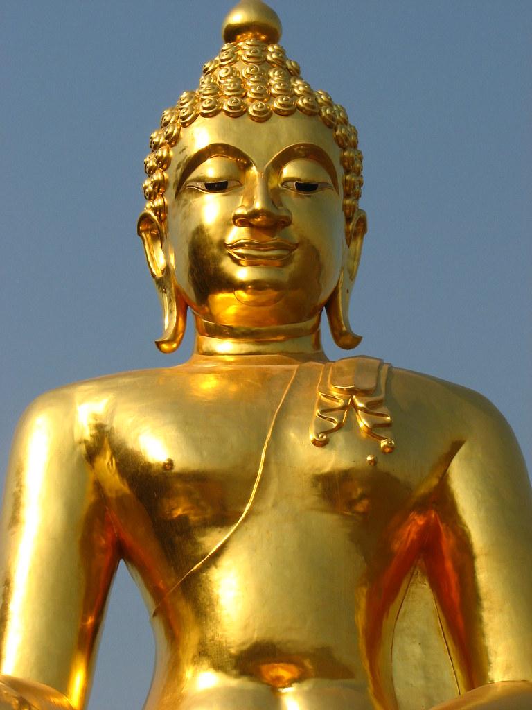 giant gold buddha statue img 1108 glenn livett and isla malte