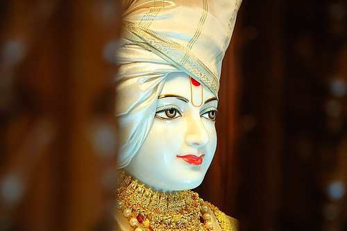 Img19 Beautiful Murti Of Bhagwan Swaminarayan At The Baps Flickr