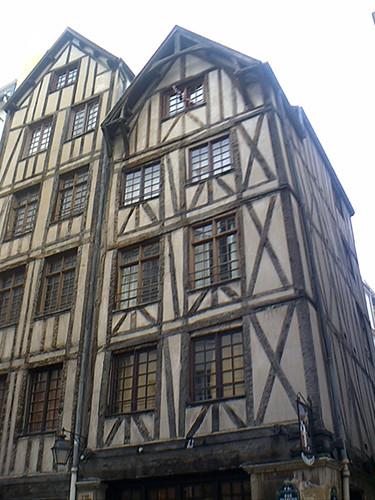 Une des plus ancienne maison de paris rue miron xive for Ancienne maison close paris