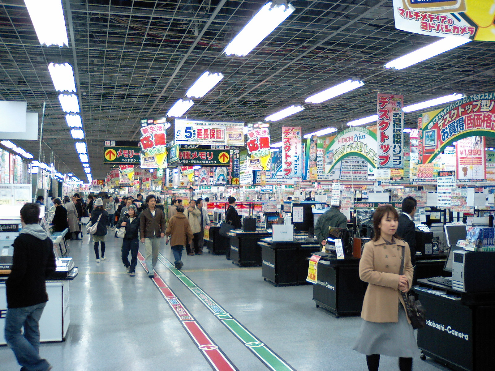 Yodobashi Camera - Inside
