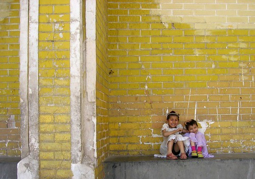 Yellow_wall_Girls | by kenpower