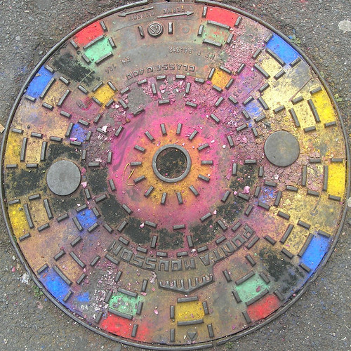 Coloured manhole cover | by Claudecf