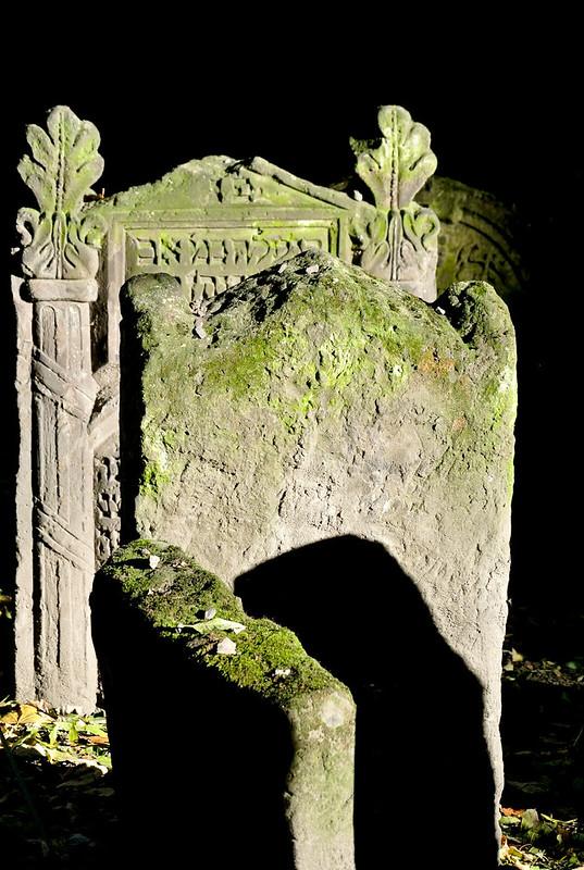 Prague_Old Jewish Cemetery_2016-15