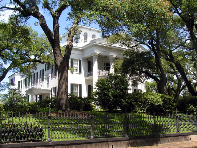 One of many beautiful antebellum homes in natchez ms flickr for Home builders ms