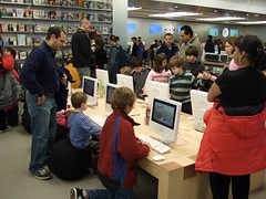 Kid's table at Fifth Ave Apple store | by ralph and jenny