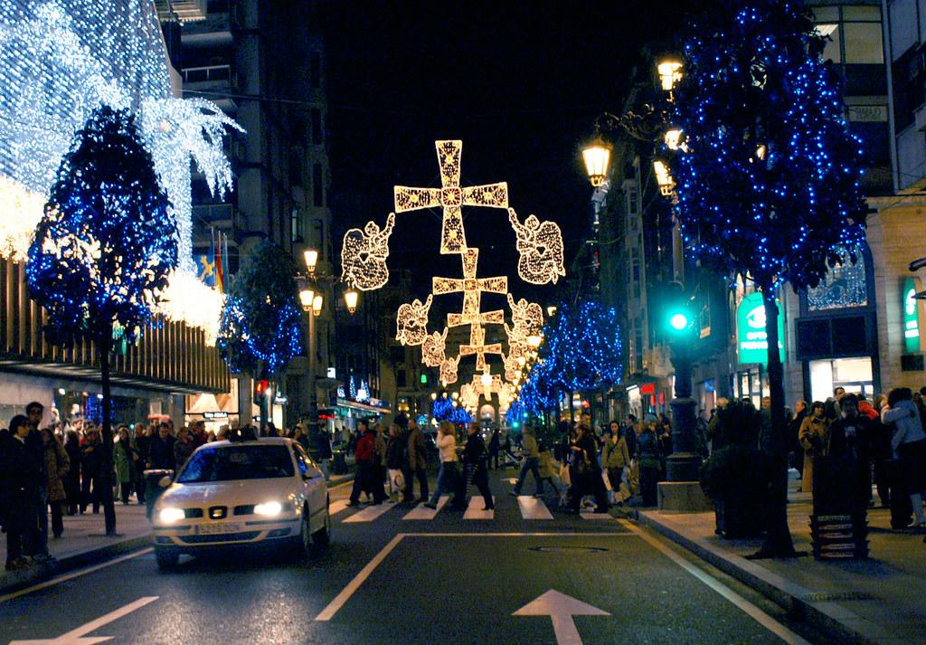 Oviedo navidad 2006 vista de la iluminaci n de la calle for Decoracion oviedo