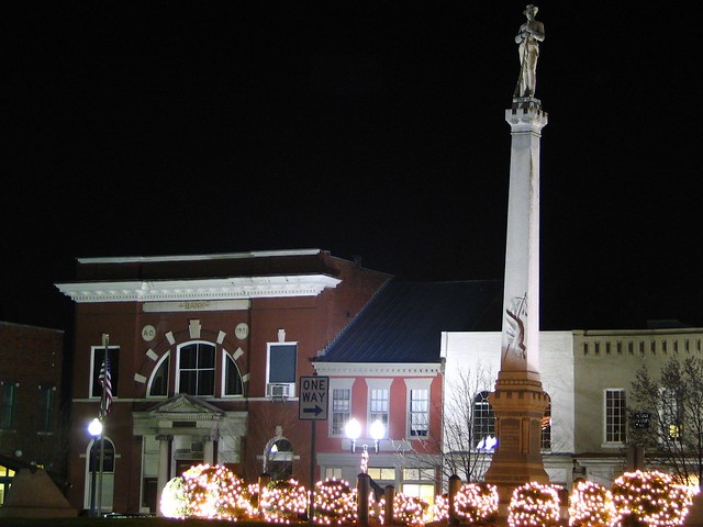 Franklin Tn 39 S Town Square And Confederate Monument At Night Flickr Photo Sharing