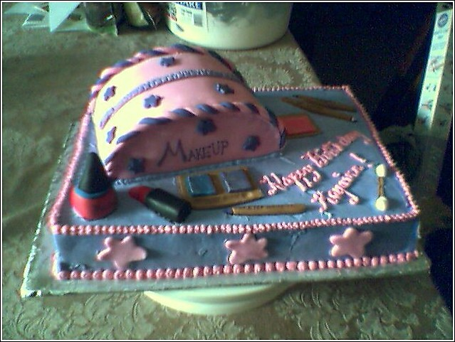 Makeup Cake This Was For An 11 Year Old Girl S Birthday