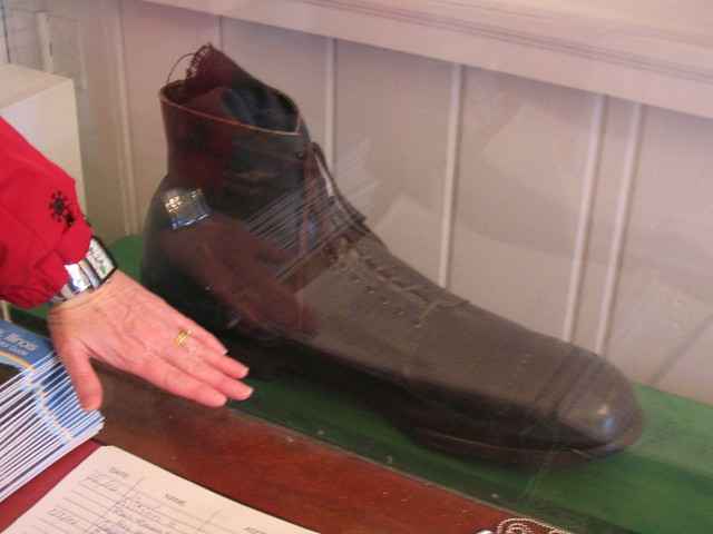 Robert Wadlow's shoe | This is next to my hand just to give … | Flickr