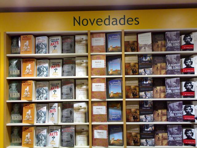 Novedades en la casa del libro de fuencarral taken at - Casa libro novedades ...