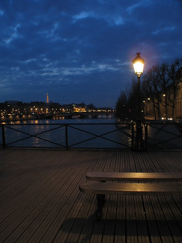 Bench on the bridge of Pont Neuf at night (Paris) | by @t.