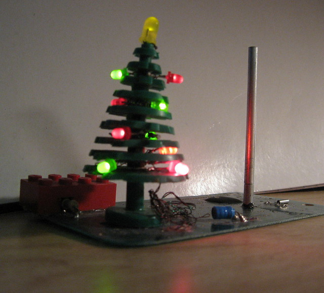 USB-Powered LEGO Christmas Tree And Festivus Pole