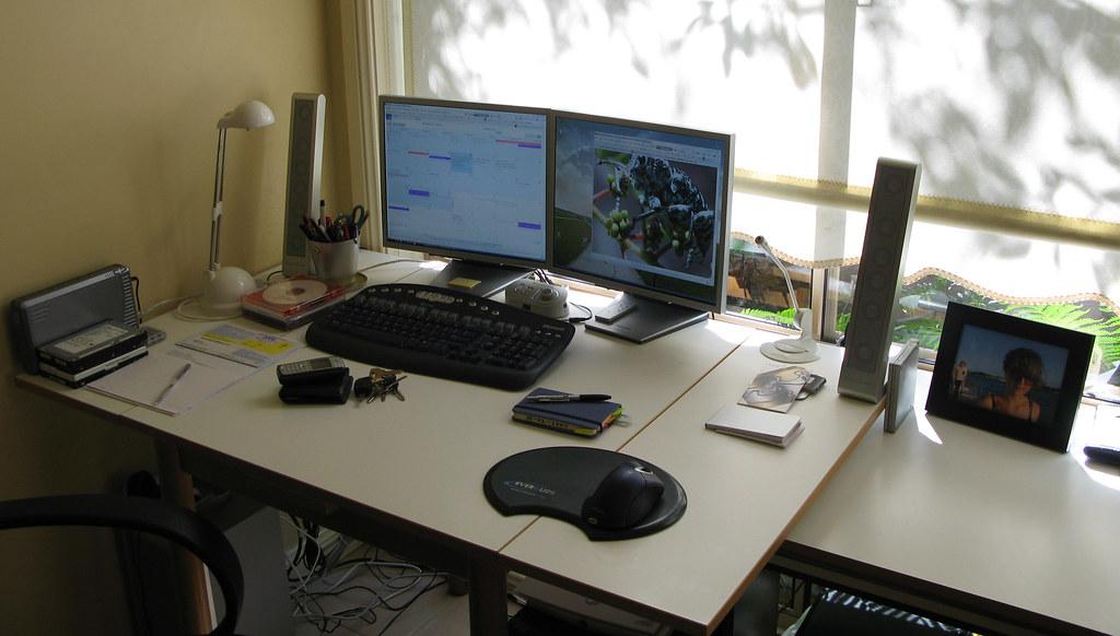 The 39 vlad 39 setup 02 2007 my desk computer setup at for Design my office online