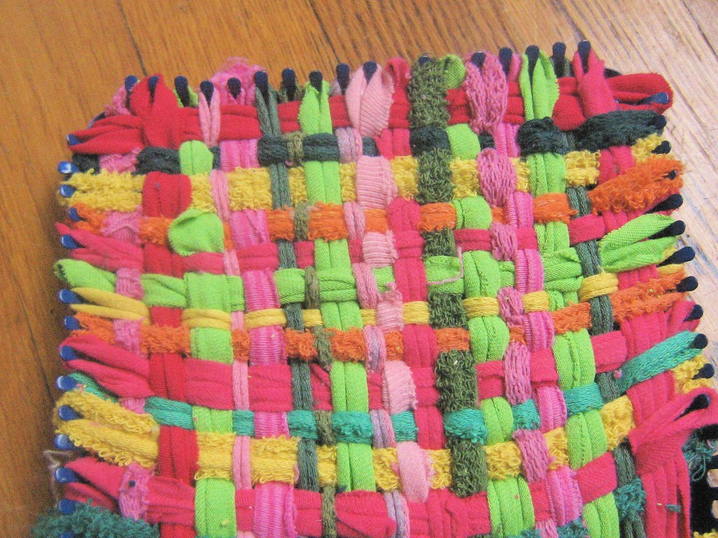 Make your own potholder loops with old t shirts tutorial for Craft ideas for old t shirts