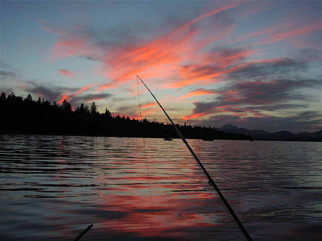 Fishing lake almanor fishing the hex hatch at sunset for Lake almanor fishing report