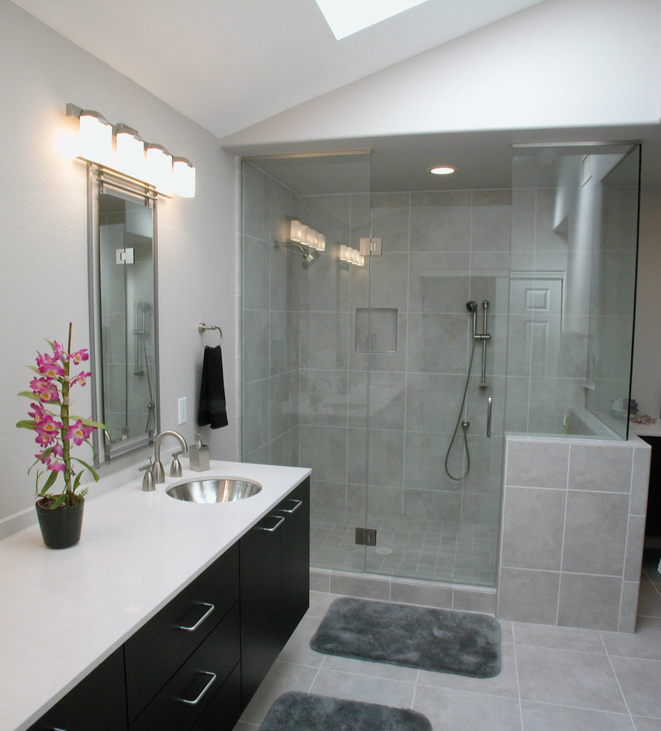 Master Bath Before The Total Remodel Of This Home The