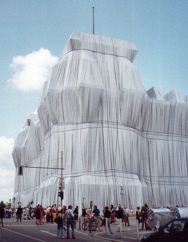 Berlin >> Wrapped Reichstag/Verhüllter Reichstag | Christo and Jeanne-… | Flickr