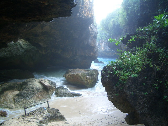 Uluwatu Cave Here S Where You Paddle Out To The Break At