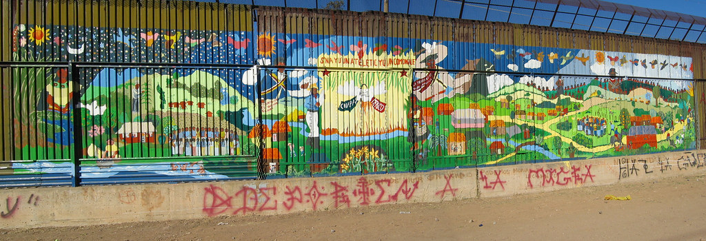Taniperla nogales this mural painted on the mexican for Mural zapatista