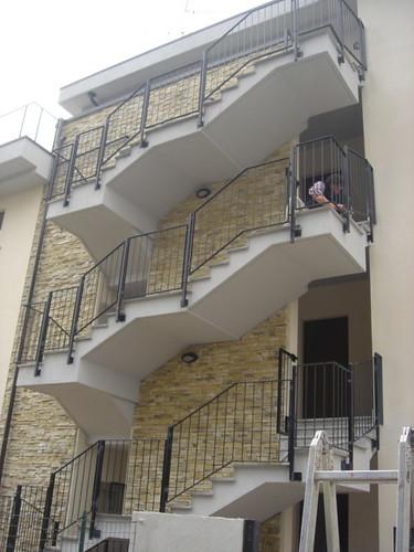 Casa scala esterna la scala esterna con la parete con - Case con scale esterne ...