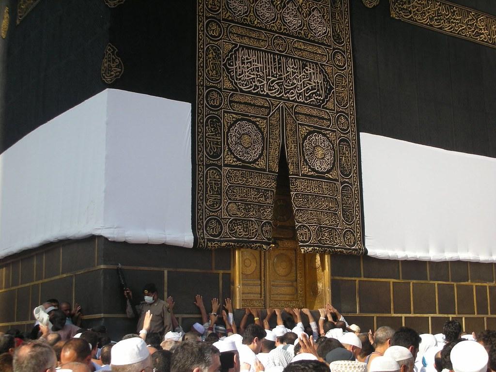 Kaaba Door Inside The Kaaba There Are Three Pillars