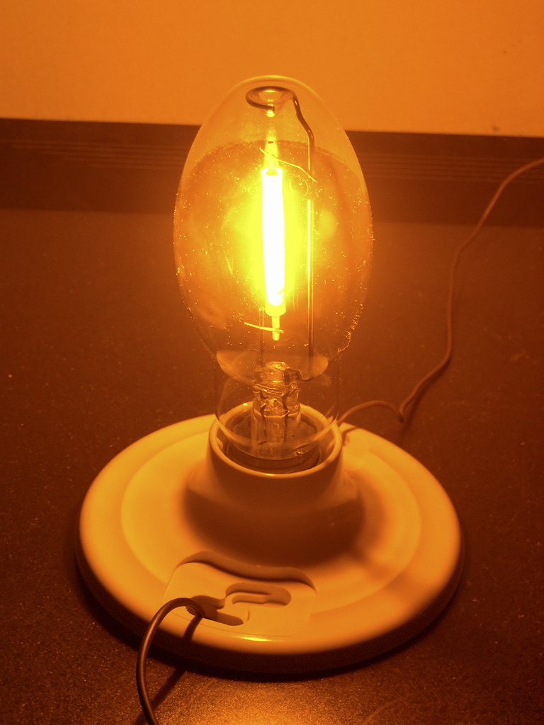 35w Sodium Vapor Bulb  Running At About 8w And Fully Warme U2026