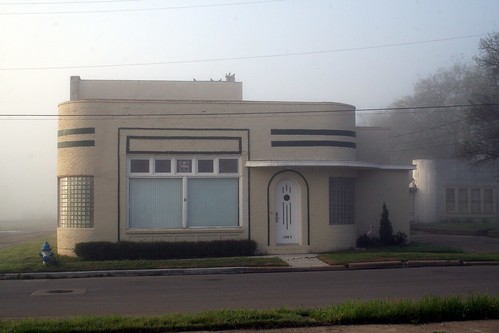 Art Deco House In The Fog Exquisitely Bored In Nacogdoches Flickr