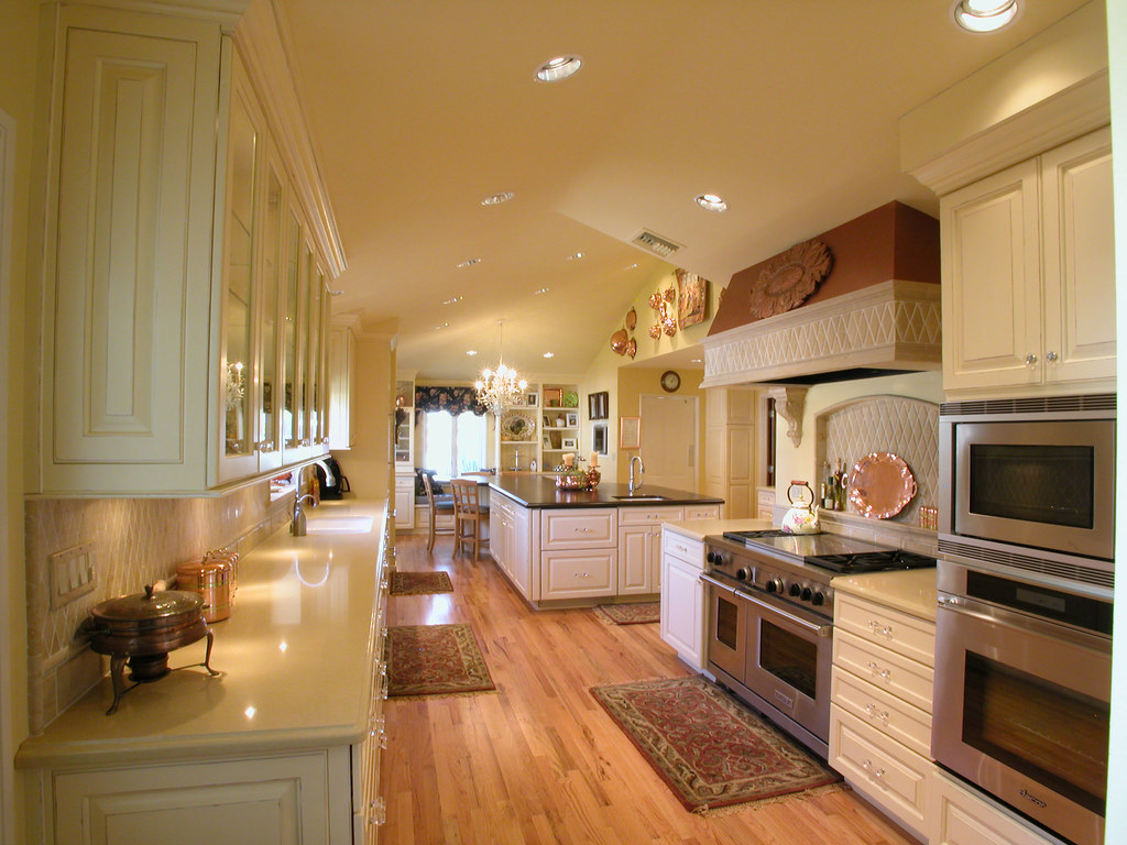 French country kitchen every cooks dream describes this for Long kitchen wall units