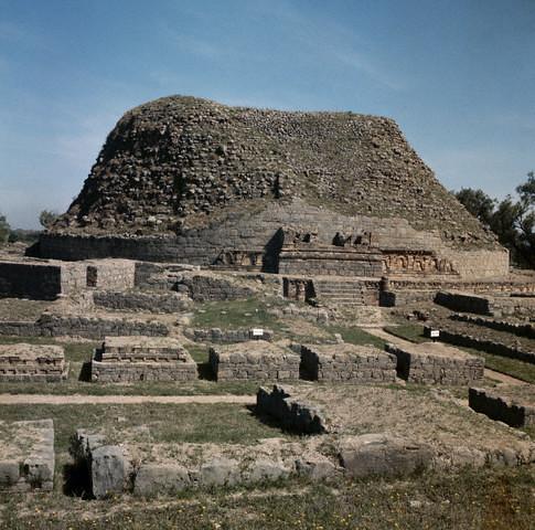 Taxila Chapels Encircle The Chir Tope Stupa At Taxila