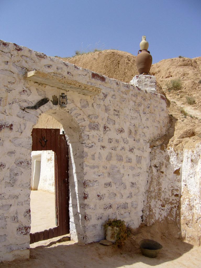 Matmata maison troglodyte l 39 entr e d 39 une maison for Enlever l humidite d une maison