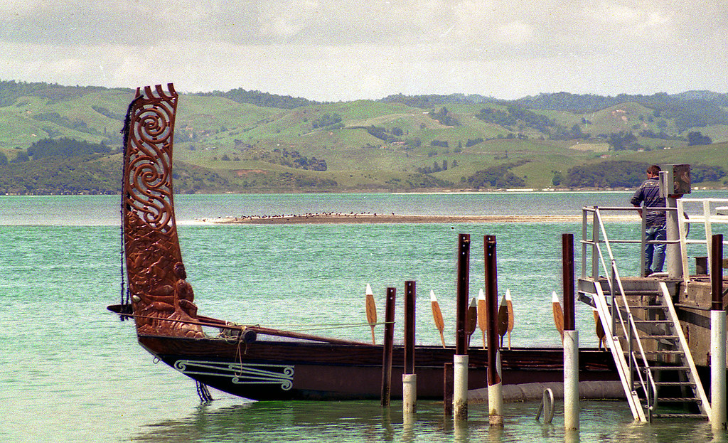 tainui waka at raglan  new zealand 1992