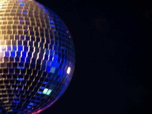 Madrid bola de discoteca contraste con la anterior - Bola de discoteca ...