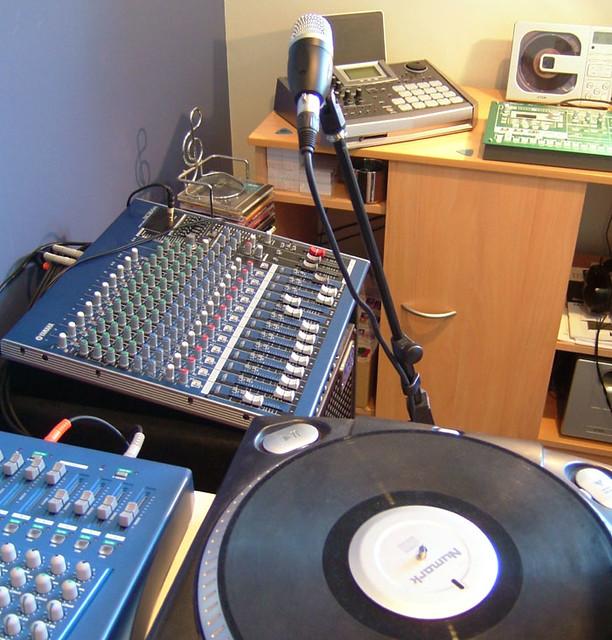 Modern Music Studio: I Rearranged My Room On The