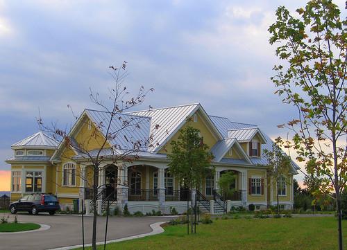 grande maison jaune avec toit gris p le sur la montagne flickr