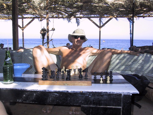 Hubbers playing chess in Dahab | by Hubbers