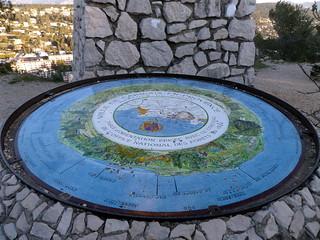Table d'orientation près de la croix au dessus de Carnoux